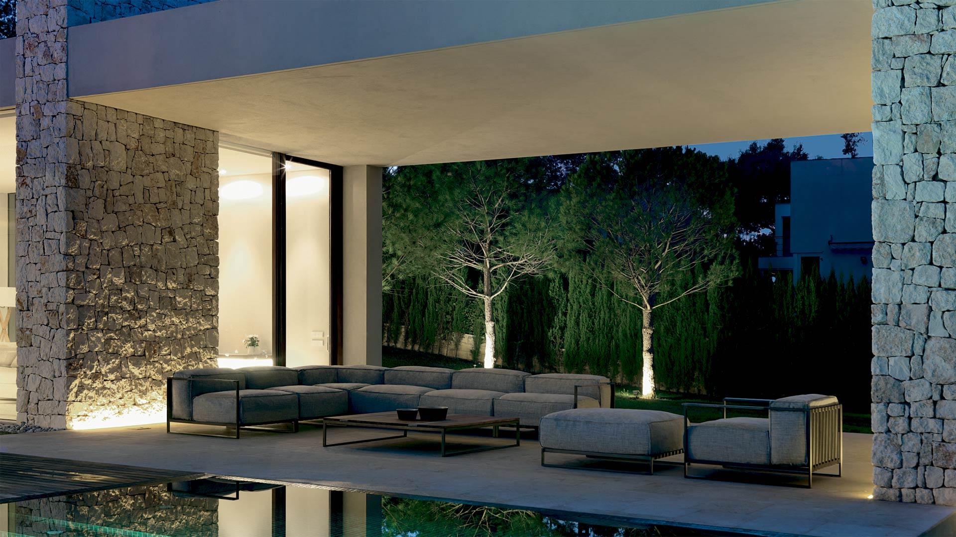 Arredamento da giardino salotti da esterno tavoli e sedie for Arredamento esterni design