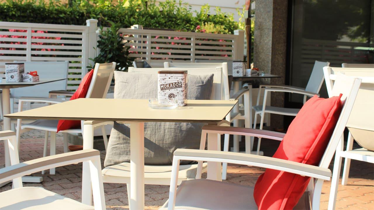 Arredamento esterno bar abano terme valori outdoor design for Arredamento outdoor design