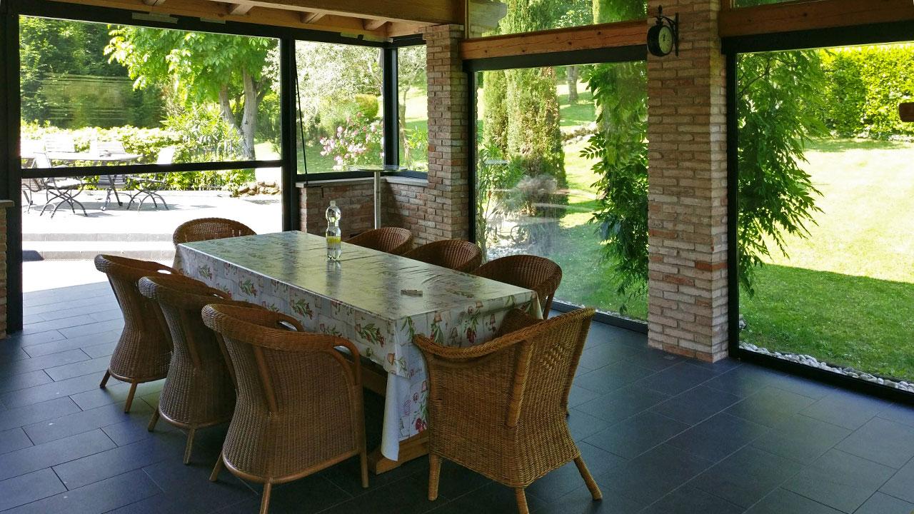 Tende Trasparenti Per Verande : Chiusura veranda in muratura teolo valori outdoor design