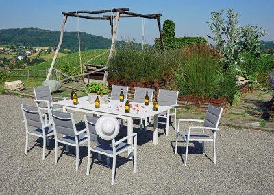 Tavolo rustico da esterno - adatto ad ambienti rurali e trattorie.