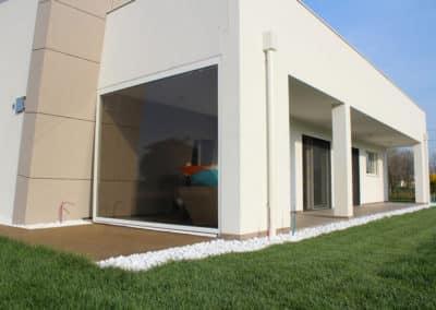 Arredamento Outdoor completo di un'abitazione. Zanzariere, pergola bioclimatica e zanzariere.