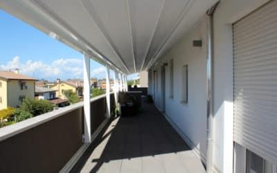 Pergotenda con copertura retraibile – Pergola per due terrazze