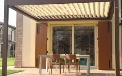 Pergola Bioclimatica Med Joy in abitazione Rustica