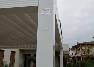 Pergola Bioclimatica Med Twist Gibus - usata come garage auto